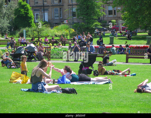 Glasgow,  Scotland, UK. 24 July 2017, Botanic Gardens Glasgow. The sun makes a welcome return to Glasgow Credit: - Stock Image