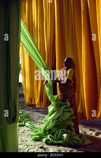 Woman working with textiles, Ahmedabad, Gujarat, India - Stock-Bilder