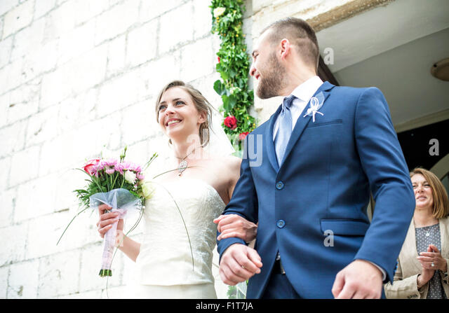 Bride and groom leaving chapel - Stock-Bilder