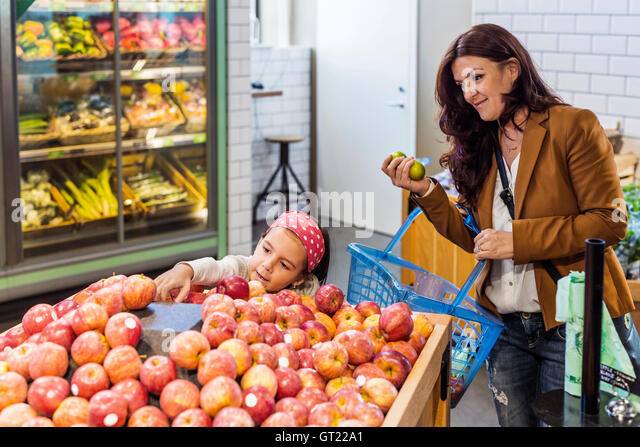 Mother and daughter shopping fruits in supermarket - Stock-Bilder