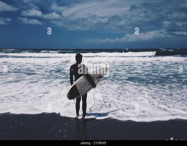 Surfer on the beach - Stock-Bilder