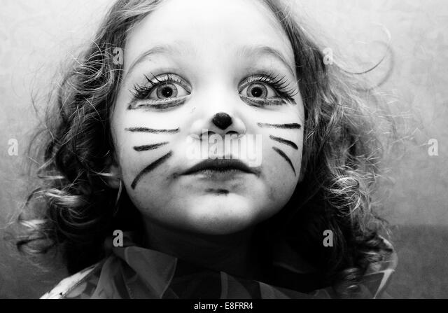 Portrait of girl (4-5) with cat face paint - Stock Image