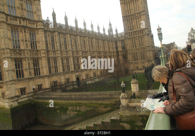 London, UK. 25th January, 2015. Tourists seen by the Westminster Palace reading a map of London. Credit:  david - Stock Image