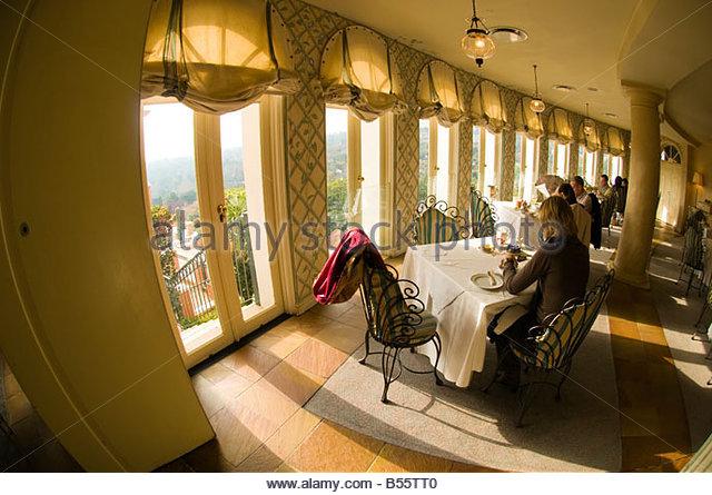 La terrasse stock photos la terrasse stock images alamy - Belle maison restaurant paris ...