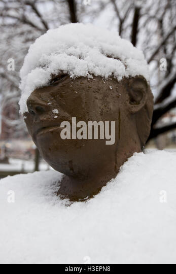 Brass statue of a women in Stamford park, CT, USA - Stock Image