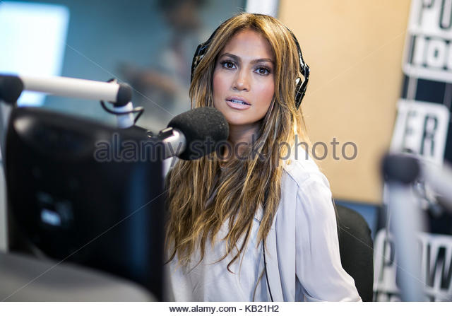 Jennifer Lopez introduces new beau Alex Rodriguez to her mom