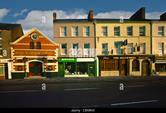 Storefronts on Western Road, Lancaster Quay in Cork, Ireland - Stock Image