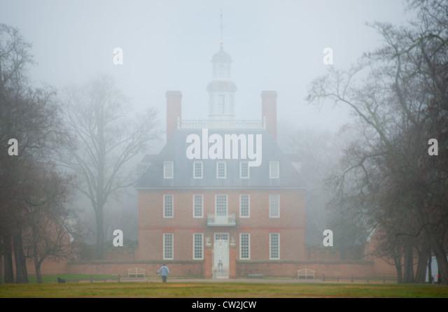 colonial-williamsburg-va-in-fog-cw2jcw.j