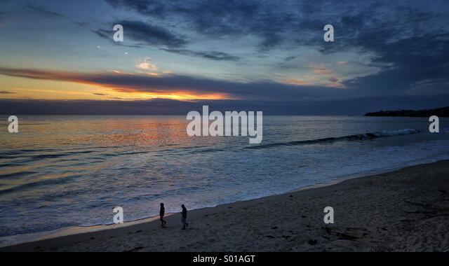 couple walking down the beach at sunset, Laguna Beach, California - Stock-Bilder