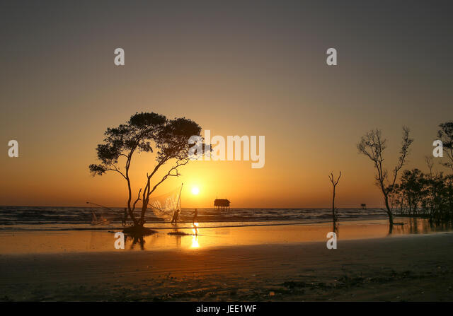 sunrise beach black personals Download free pictures about sunrise, beach from pixabay's library of over 1,300,000 public domain photos, illustrations and vectors.