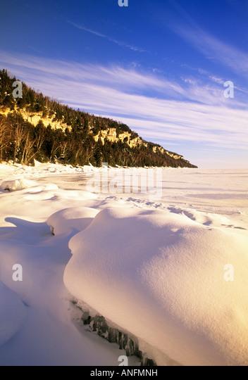The Niagara Escarpment in winter, along the Georgian Bay shoreline at Barrow Bay, Bruce Peninsula, Ontario, Canada. - Stock Image