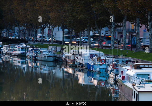 France, Languedoc-Roussillon, Aude Department, Narbonne, Canal de la Robine by the Cours Mirabeau, dawn - Stock Image