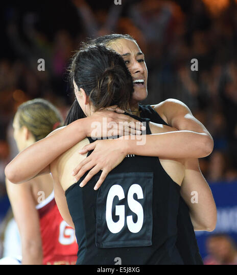 Glasgow, Scotland, UK. 2nd Aug, 2014. New Zealand's Maria Tutaia hugs Jodie Brown after scoring the final point - Stock Image