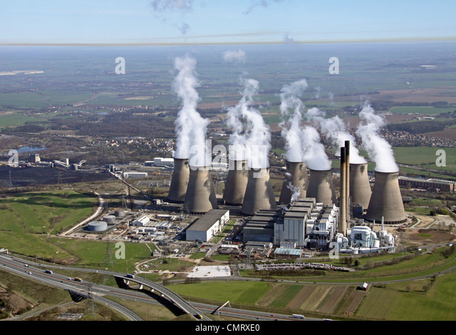 aerial view of Eggborough Power Station and a brown coloured Inversion layer of pollution - Stock Image