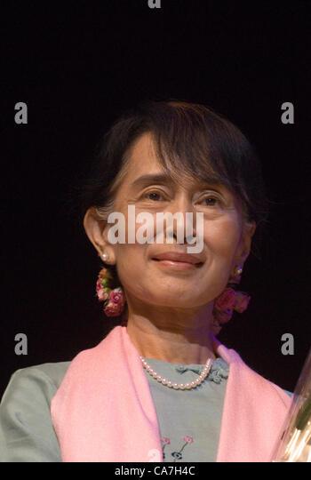 Aung San Suu Kyi meets with members of the Burmese community at the Royal Festival Hall London, UK. 22 June, 2012 - Stock-Bilder