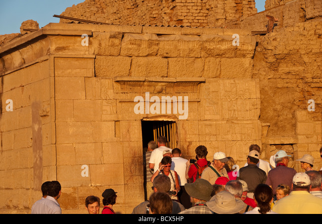 Egypt Kom Ombo temple tourists crowd into chapel where mummified crocodiles displayed - Stock Image