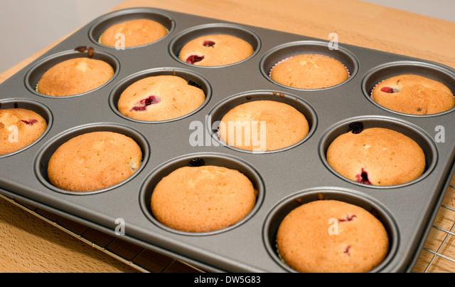 How To Make A Cake I N A Bun Tin