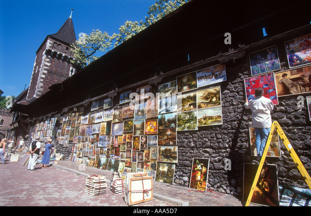 Krakow Cracow Poland Artist hanging Paintings on city walls Near Florian Gate - Stock-Bilder