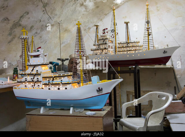 Man selling some model boats, South Governorate, Sidon, Lebanon - Stock-Bilder