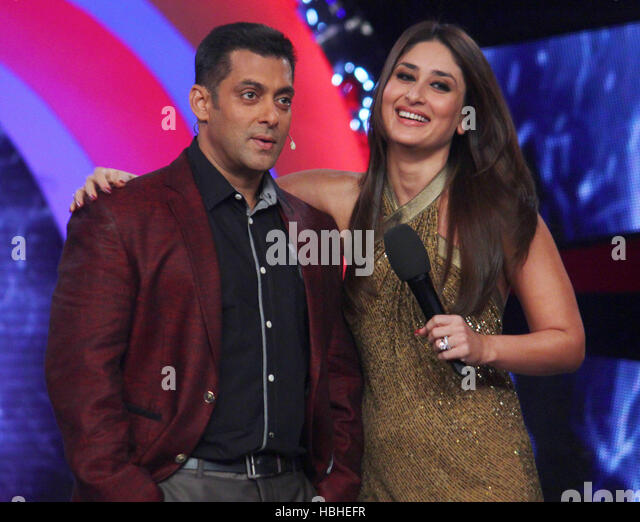 Bollywood actors Salman Khan Kareena Kapoor during launch item song Fevicol se upcoming film Dabangg 2 sets Bigg - Stock-Bilder