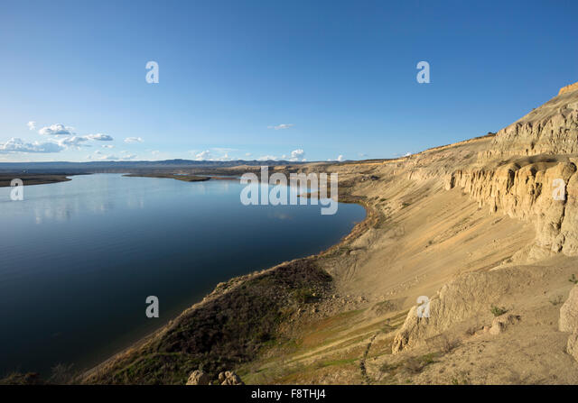 WASHINGTON -  White Bluffs rising above the Columbia River in the late afternoon light at the Hanford Reach National - Stock Image