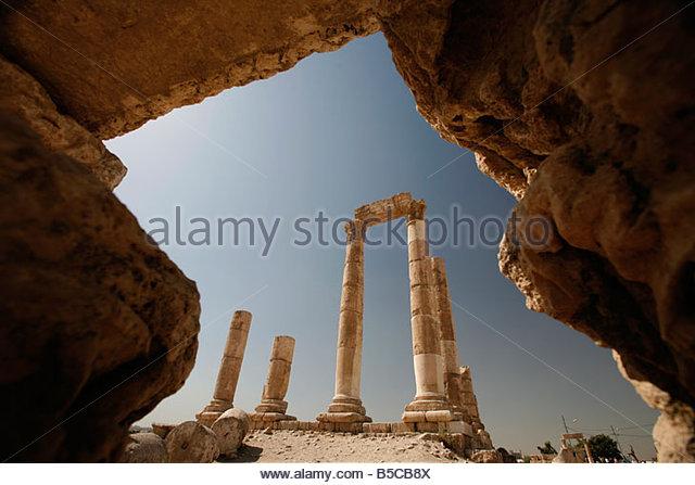 roman ruin site of hercules temple on citadel hill city of amman jordan - Stock Image
