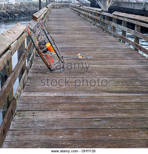 Round crab stock photos round crab stock images alamy for Commercial fishing gear