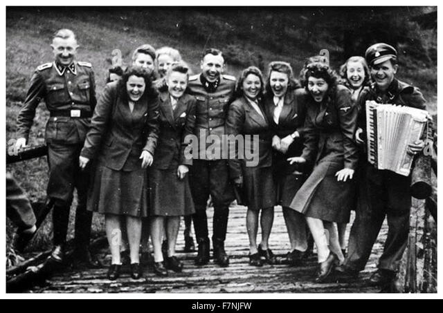 SS auxiliaries at a resort for Auschwitz personnel 1942 - Stock-Bilder