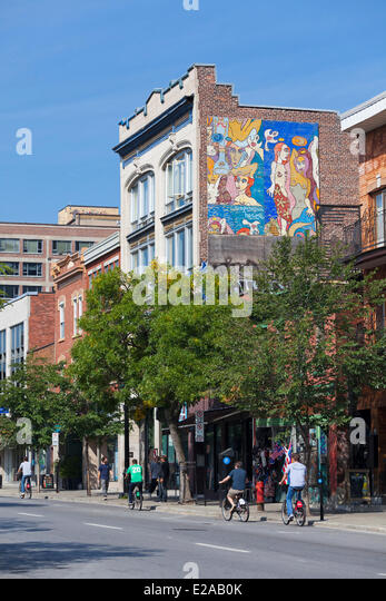 Canada, Quebec Province, Montreal, Saint Laurent Boulevard, the Main, mural and cyclists - Stock Image