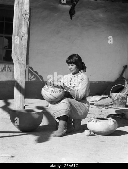 cochiti pueblo single christian girls Cochiti pueblo - female pottery storyteller figurine - 3 girls with tableta - louis and virginia naranjo - traditional pueblo dress - wearing high-top moccasins.