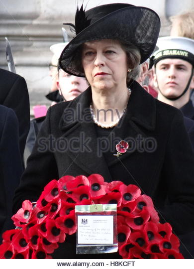 London, UK. 13th Nov, 2016. UK Prime Minister Theresa May attends the annual Remembrance Sunday Service at the Cenotaph - Stock-Bilder
