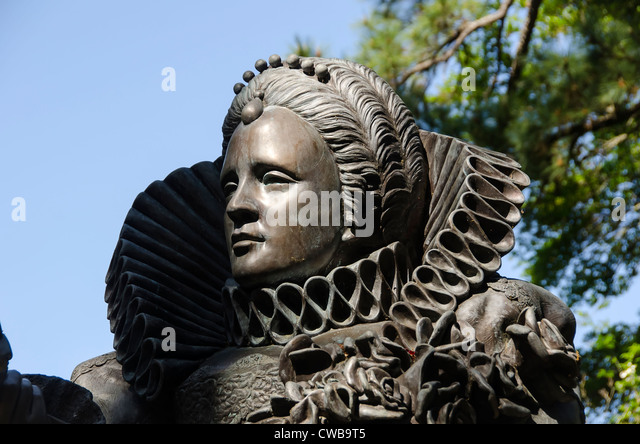 Queen Elizabeth I statue portrait at Elizabethan Gardens on Roanoke Island, North Carolina - Stock Image