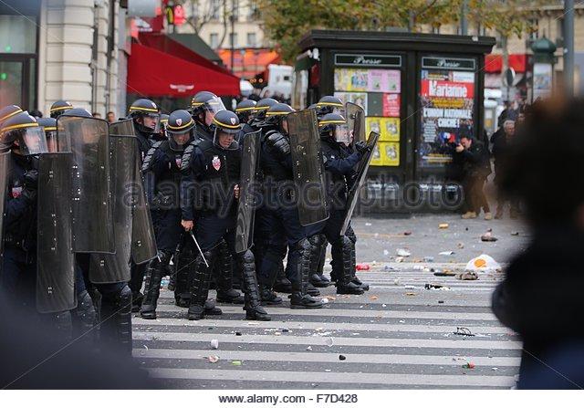 Paris-10E-Arrondissement, France. novembre 29th, 2015. FRANCE, Paris : Policemen stand in line on the Place de la - Stock Image