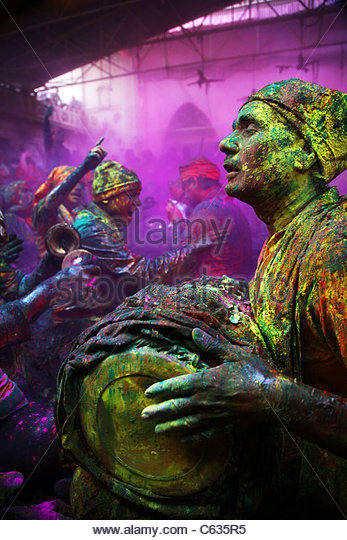 Men from Nandgaon & Barsana sit face to face in a Samaaj (a community gathering) during the festival of Holi - Stock Image