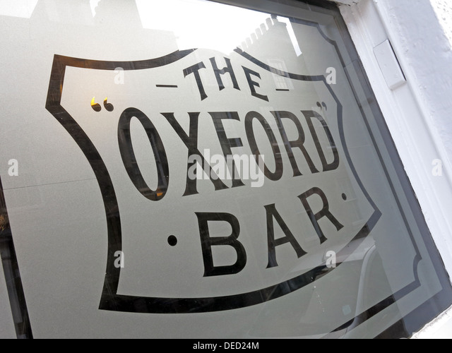 Oxford Bar Window. The public house situated on Young Street, in the New Town of Edinburgh, Scotland. Rebus's - Stock Image
