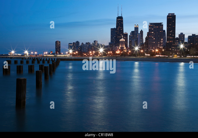USA, Illinois, Chicago at night as seen from north side - Stock Image