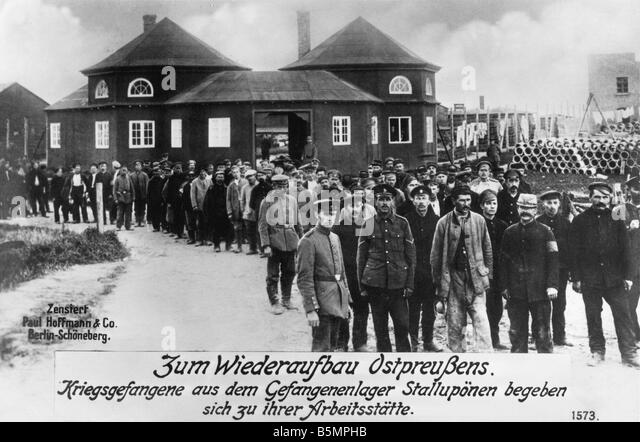 9 1916 0 0 A3 E Prisoners of War in Stalluponen camp World War 1 Prisoners of War in prisoner camp in Stalluponen - Stock-Bilder