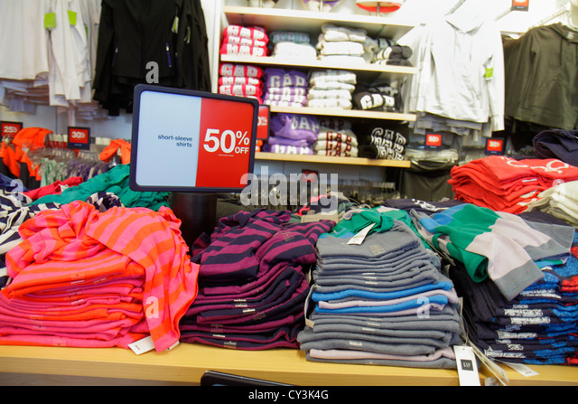 Maine Freeport Main Street Route 1 outlet store shopping Gap Outlet retail display for sale clothing fashion 50% - Stock Image