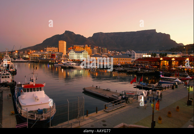 south africa cape town Victoria Albert waterfront pier sunst table mountain - Stock Image