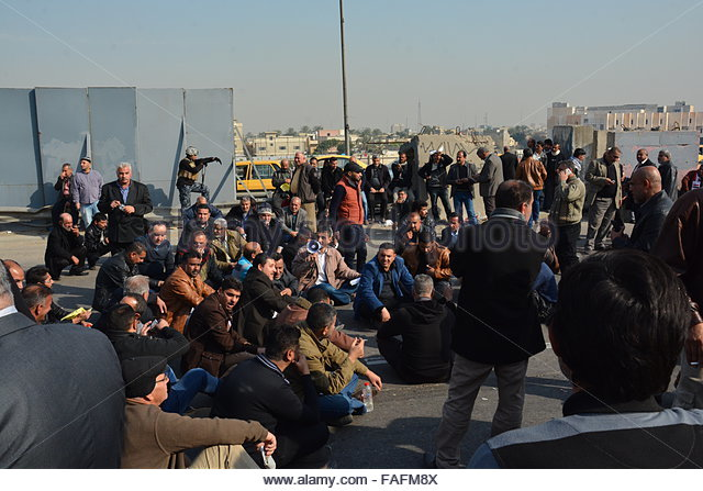 Baghdad, Iraq. December 29th, 2015. IRAQ, Baghdad: Protesters sit in the road during a demonstration on December - Stock Image