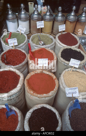 Turkey Istanbul Eminonu Square Misir Carsisi (Spice Market) spice display - Stock Image