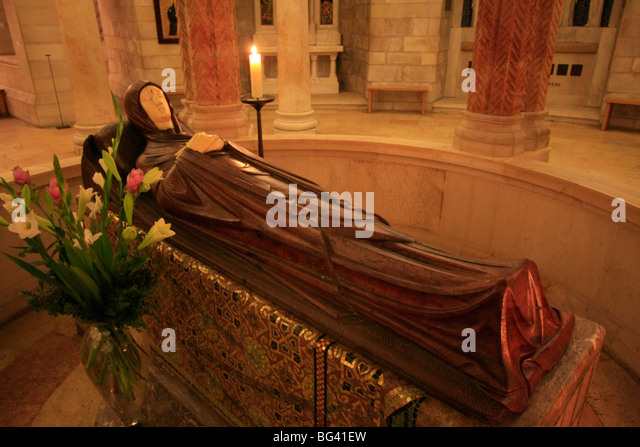 Israel, Jerusalem, the statue of Mary in eternal sleep on Assumption Day at the Dormition Church on Mount Zion - Stock Image