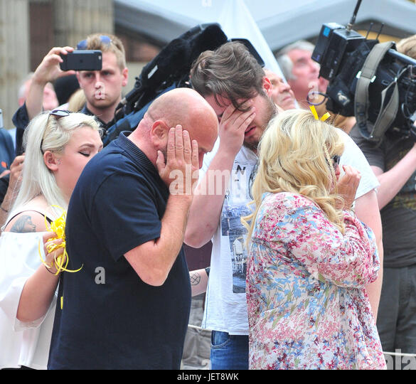 Relatives of the Manchester Bombings released balloons in St Ann square,Manchester.  Featuring: Atmosphere, Relatives - Stock-Bilder