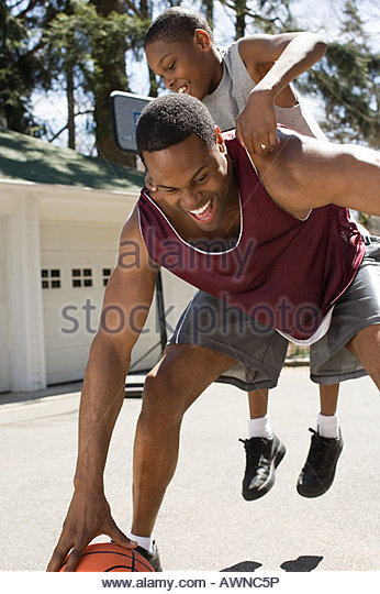 Father and son playing basketball - Stock Image