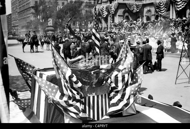 Olympic Athlete's Reception, Marathon trophy, New York. 1908 - Stock Image