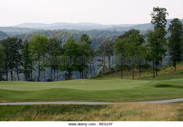 Virginia Appalachian Mountains Meadows of Dan Primland luxury resort golf course green fairway scenery forest lodge - Stock Image