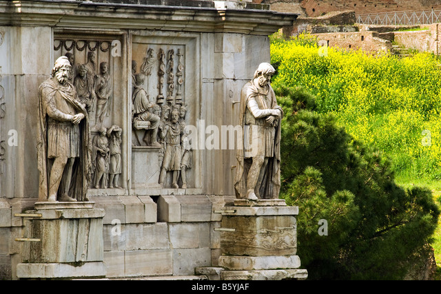Arch of triumph of the Roman emperor Costantino in the forum Traiano in Rome - Stock Image