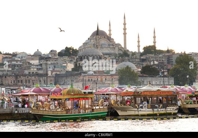 Waterfront at Eminonu with the Rustem Pasha Mosque on the skyline, Istanbul, Turkey - Stock Image
