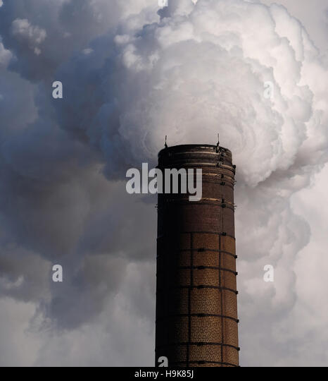 Pollution from factory in Nottinghamshire, England, UK - Stock Image
