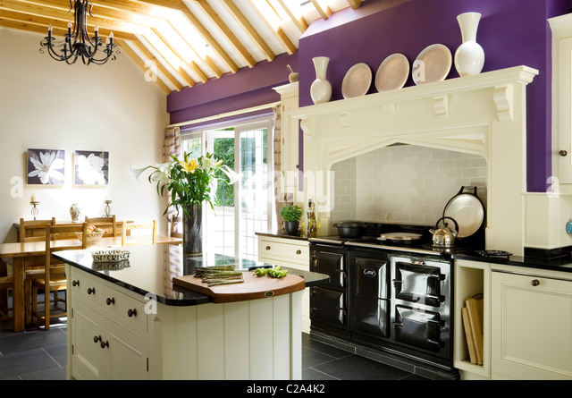 kitchen island aga cooker stock photos kitchen island aga cooker stock images alamy. Black Bedroom Furniture Sets. Home Design Ideas